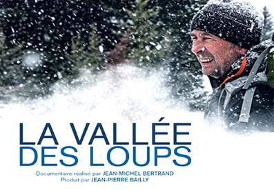 Jean-Michel Bertrand dans la neige et titre du film La vallée des loups